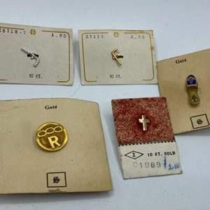 Lot # 18 - 10k vintage pins (3.7g)