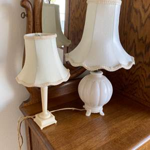 Lot # 108 - Aladdin Alacite ivory Glass glass lamp