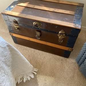 Lot # 116 - Vintage trunk
