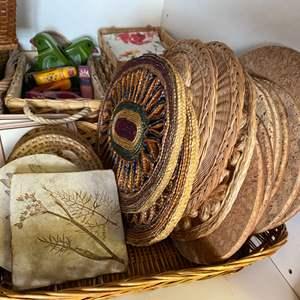 Lot # 204 - Trivets, cutting blocks, baskets and coasters