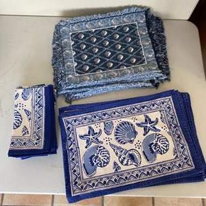 Lot # 256 - Placemats and matching napkins