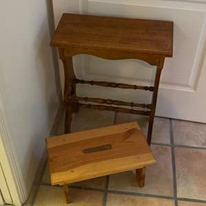 Lot # 276 - Stepstool and end table