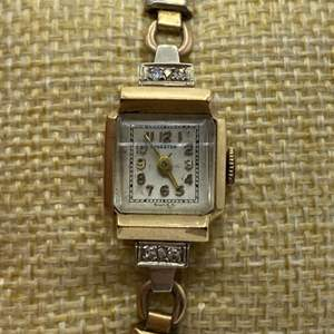 Lot # 348 - Kingston 14k gold with diamonds Caliber 976