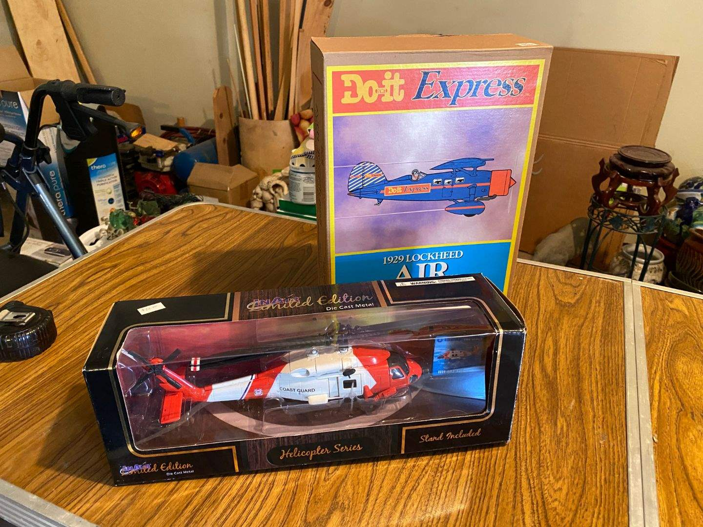 Lot # 62 - AIRPLANE & HELICOPTER MODELS (main image)