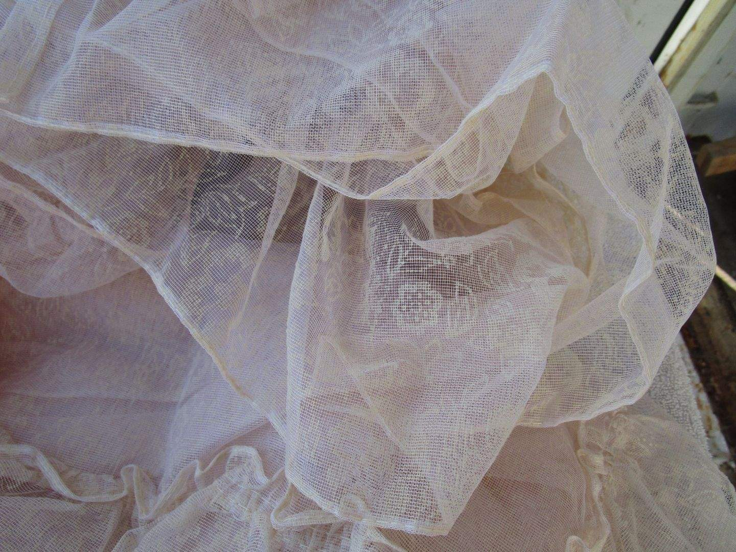 Lot # 52 - Lace curtains (main image)