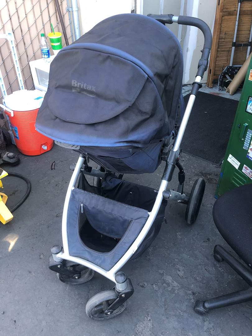 Lot # 33 - BABY STROLLER (main image)