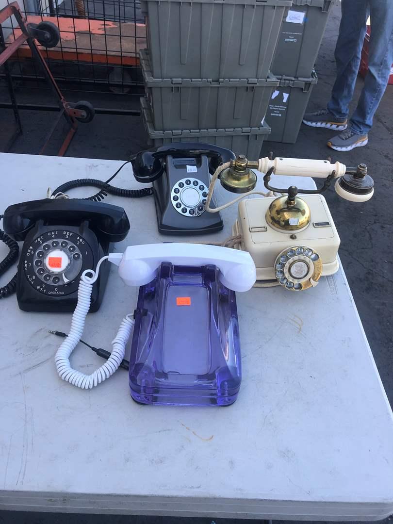 Lot # 76 - OLD PHONES (main image)