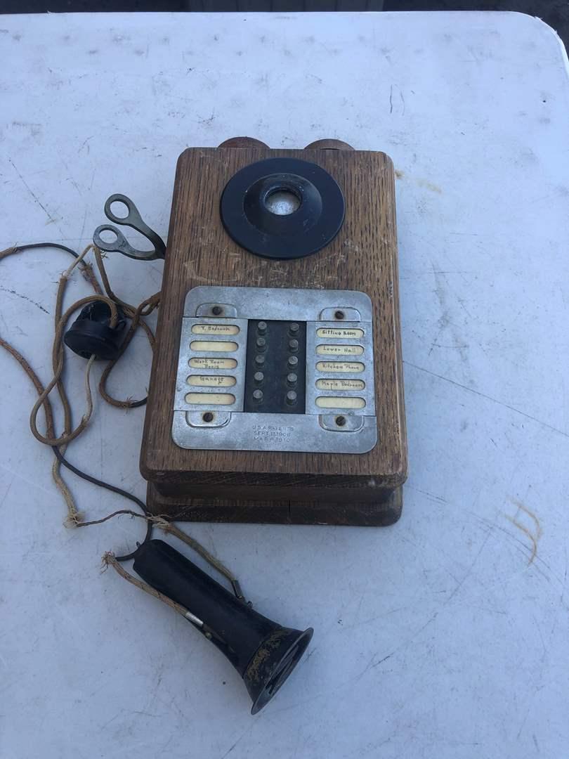 Lot # 79 - OLD PHONE (main image)