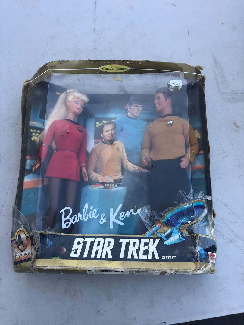 Lot # 106 - STAR TREK COLLECTIBLES (main image)