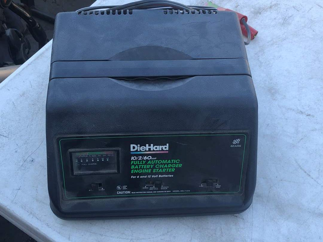 Lot # 19 - DIEHARD AUTOMATIC BATTERY CHARGER (main image)