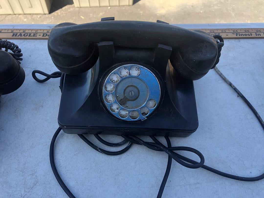 Lot # 43 - VINTAGE PHONES (main image)