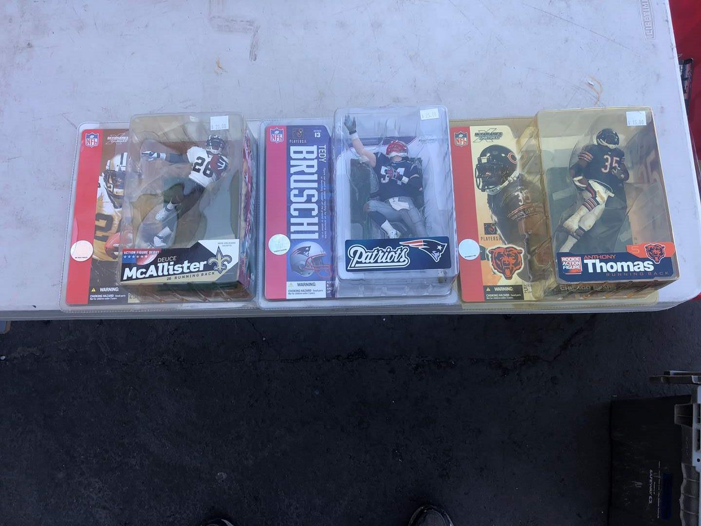 Lot # 82 - NFL FIGURINE COLLECTION (main image)