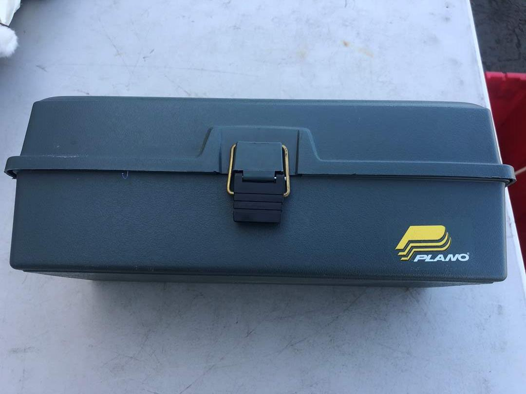 Lot # 92 - TACKLE BOX AND NET  (main image)
