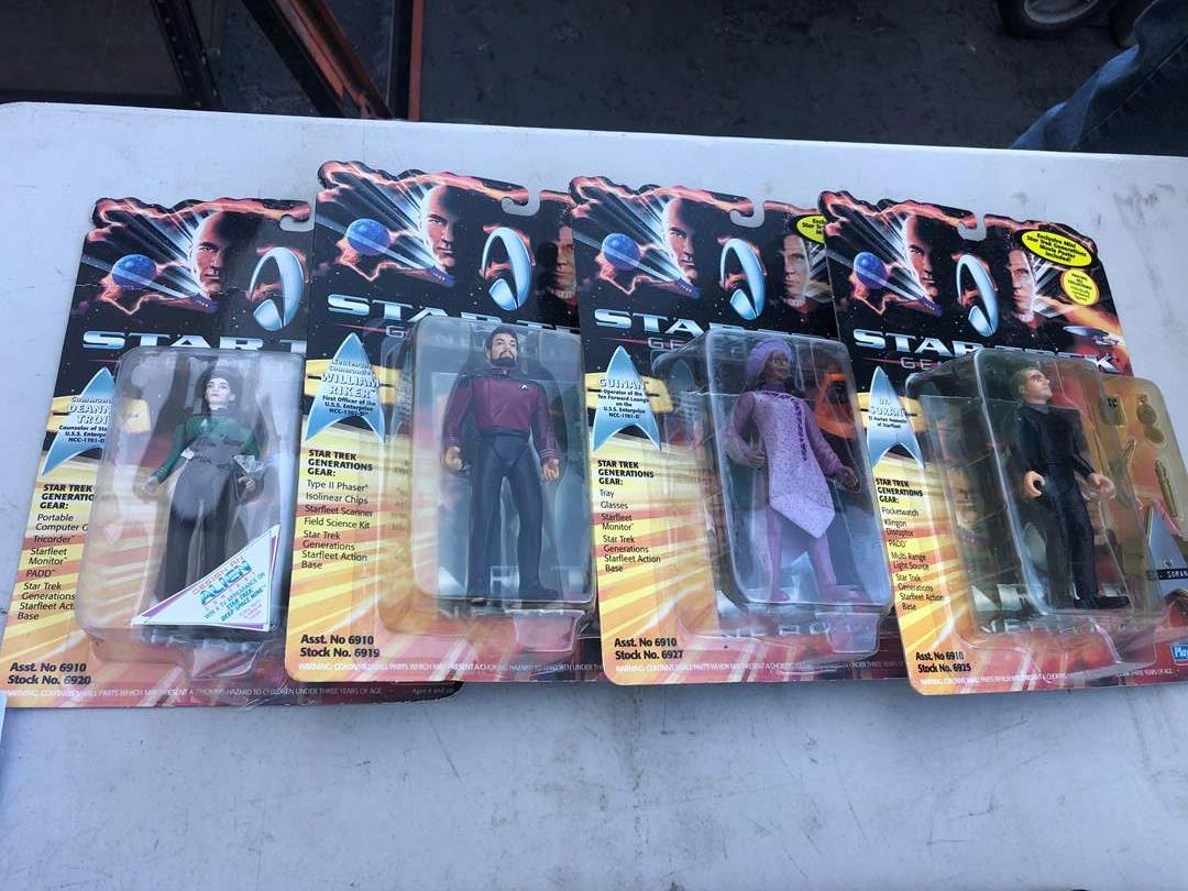 Lot # 102 - STAR TREK COLLECTIBLES (main image)