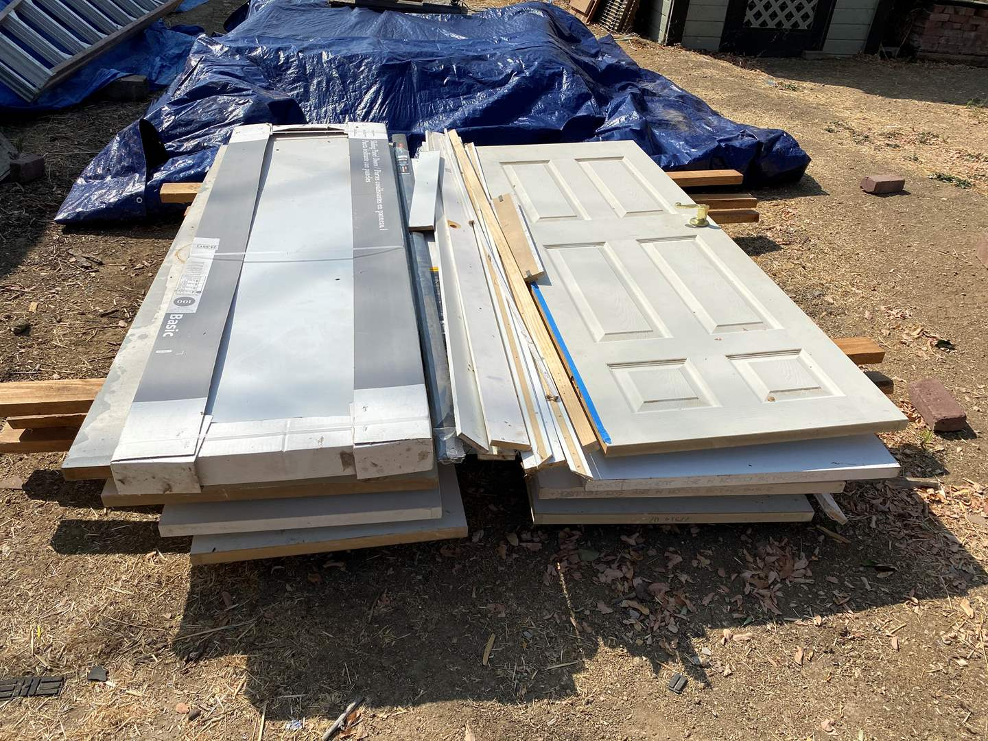 Lot # 8 - INTERIOR DOORS OF VARIOUS SIZES AND DESIGNS (main image)