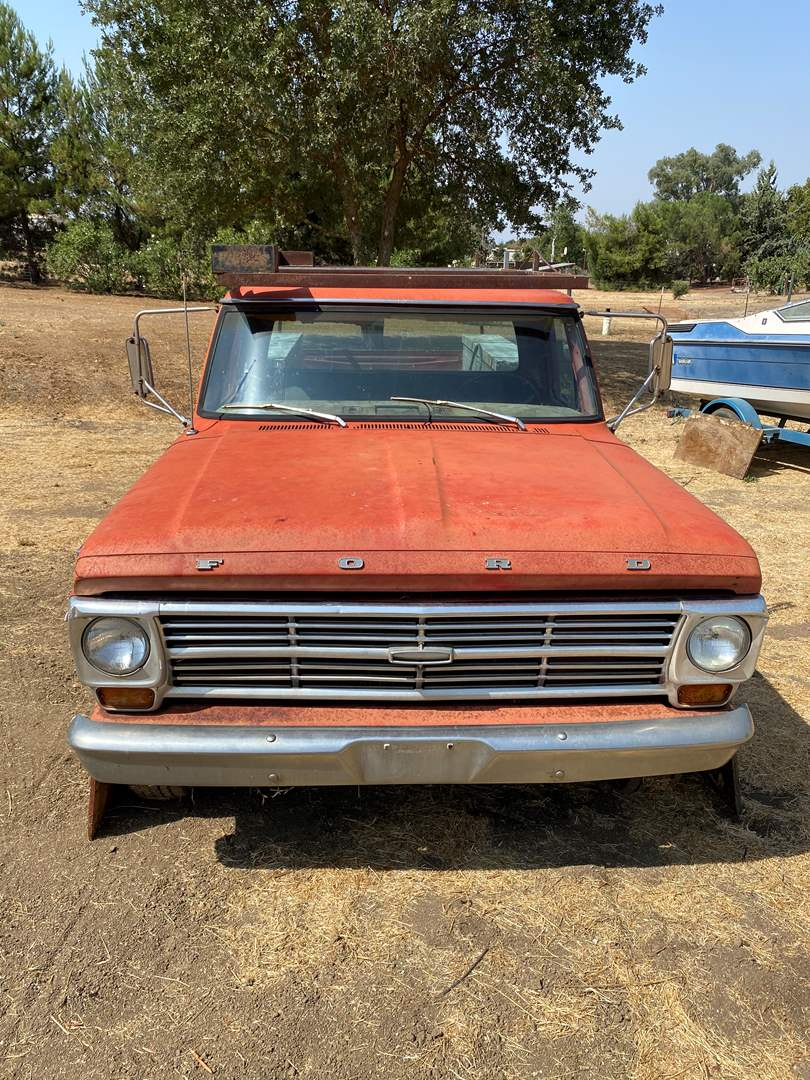 Lot # 15 - 1968 FORD 250 RANGER CAMPER SPECIAL PICK UP WITH 390 ENGINE (main image)