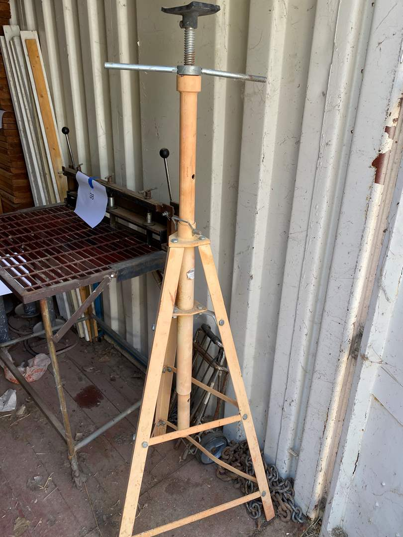 Lot # 39 - ADJUSTABLE TALL JACK STAND PLUS TWO SMALL STANDS (main image)