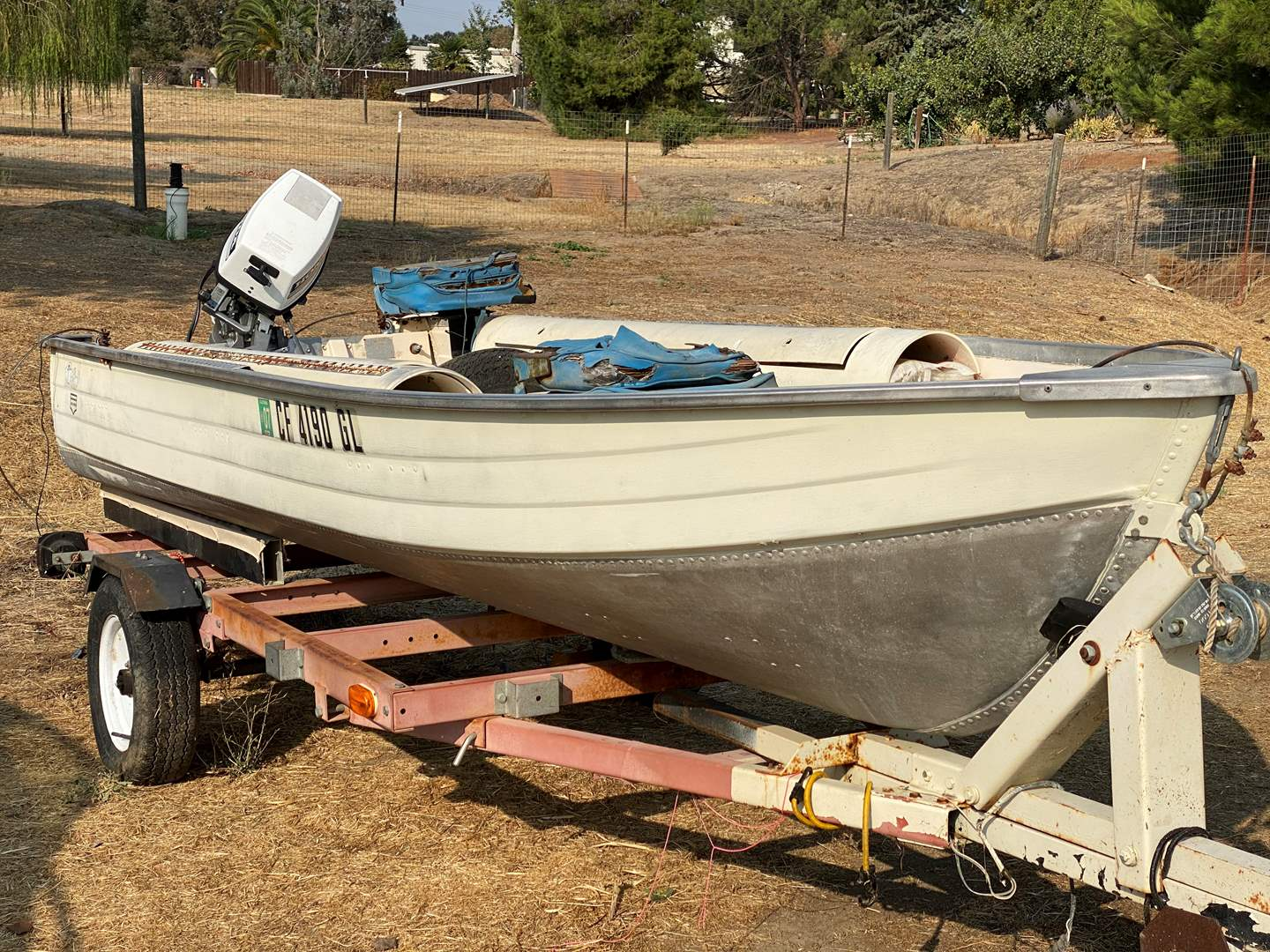 Lot # 119 - FISHING BOAT WITH TRAILER & MOTOR (main image)