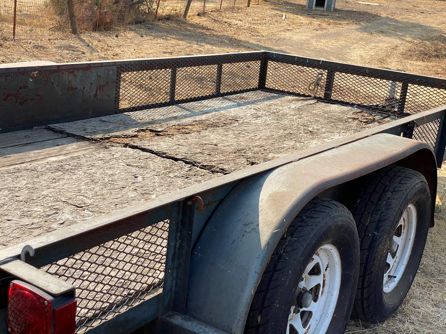 Lot # 124 - TANDEM  AXLE TRAILER 16' X 8' (main image)