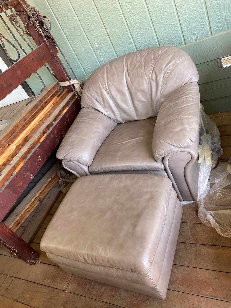 Lot # 178 - LEATHER CHAIR W/ OTTOMAN (main image)