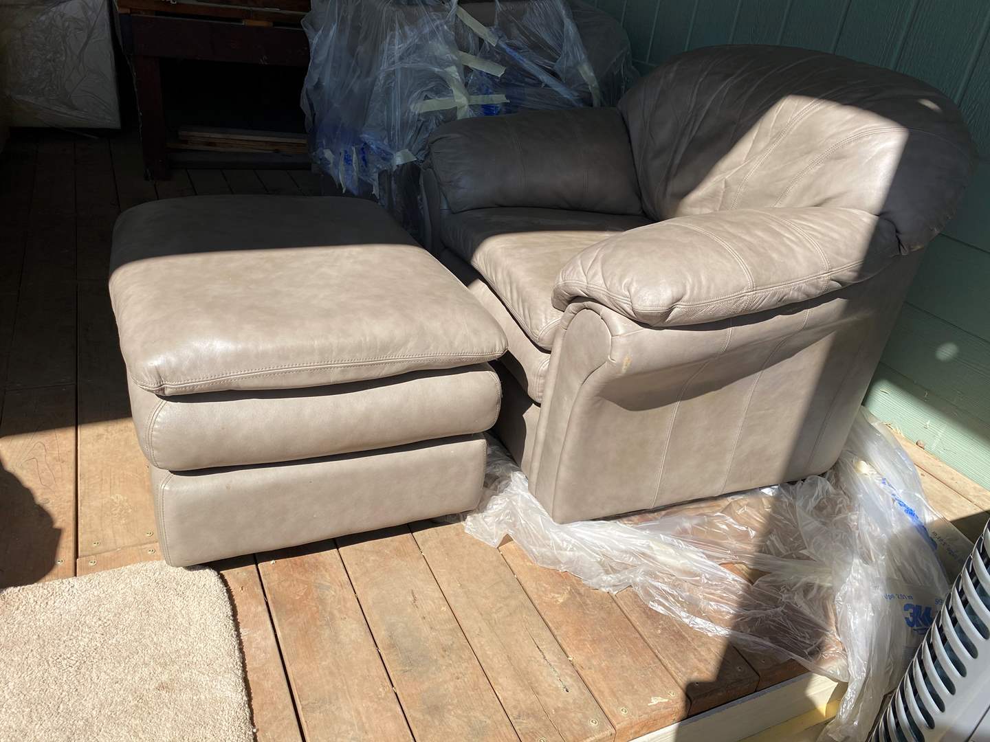 Lot # 179 - LEATHER CHAIR W/ OTTOMAN (main image)