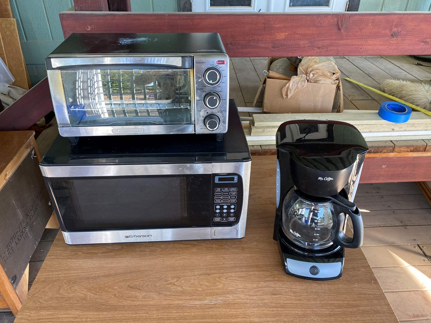 Lot # 182 - KITCHEN SMALL APPLIANCES (main image)
