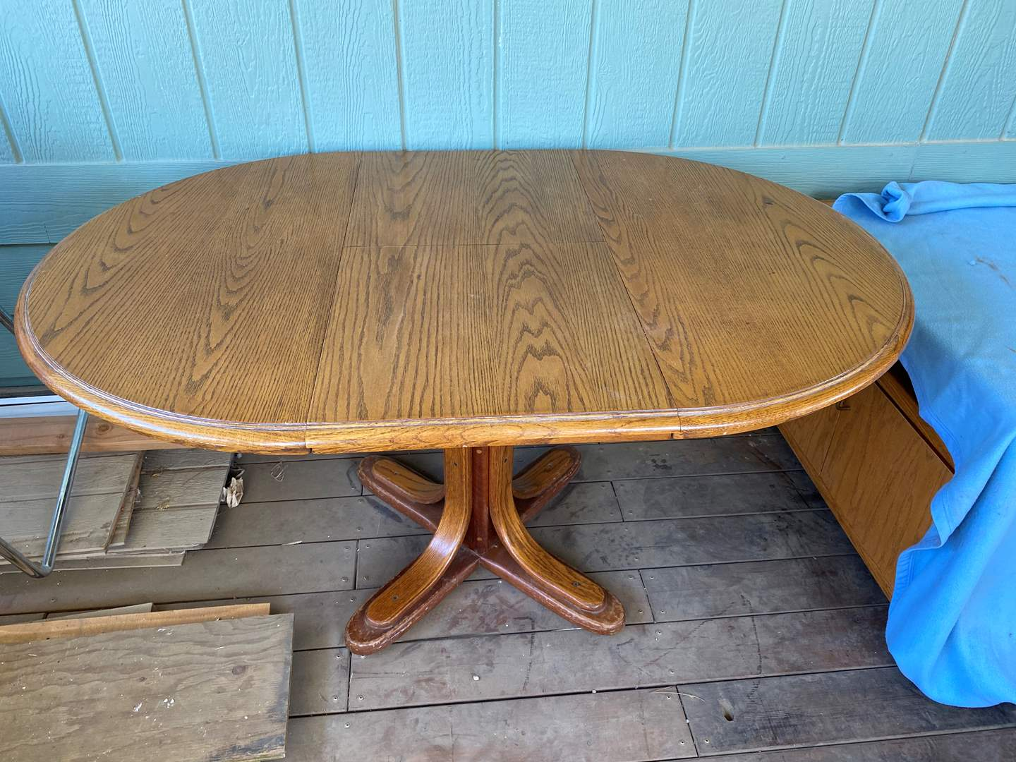 Lot # 195 - KITCHEN TABLE W/CHAIRS (main image)