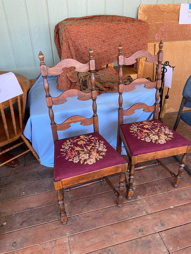 Lot # 209 - MATCHING VINTAGE CHAIRS (main image)