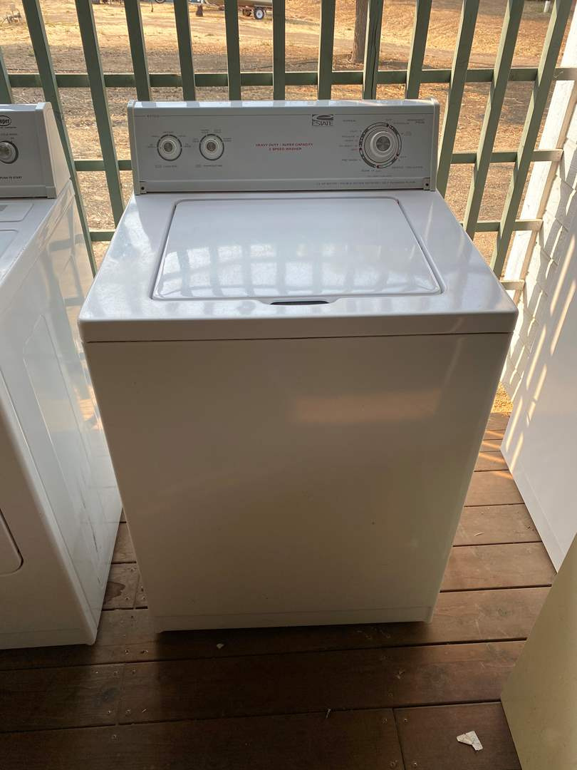 Lot # 221 - WASHING MACHINE - WHIRLPOOL (main image)