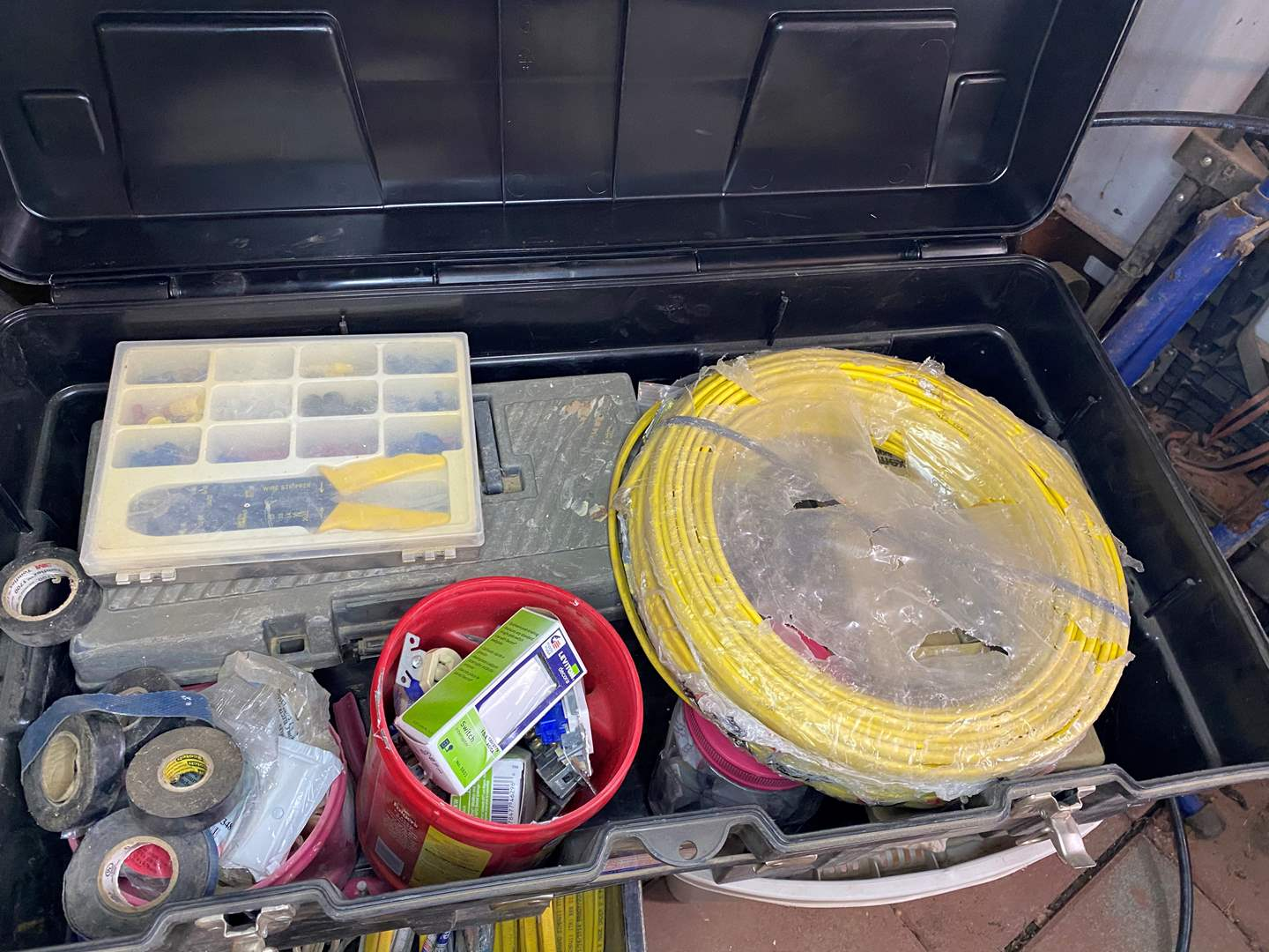 Lot # 295 - ELECTRICAL SUPPLIES IN LARGE TOTE (main image)