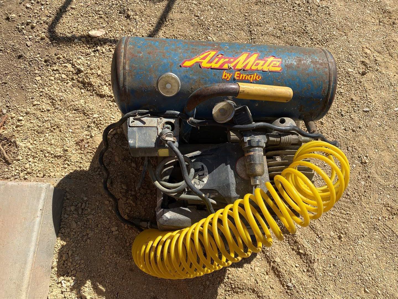 Lot # 77 - AIR MATE AIR COMPRESSOR - 1.5 HP - 15 AMPS (main image)