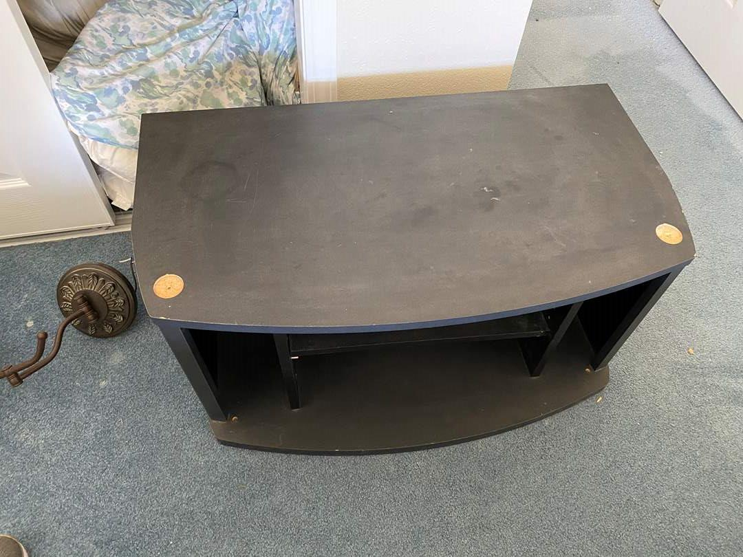 Lot # 141 - TV STAND (main image)