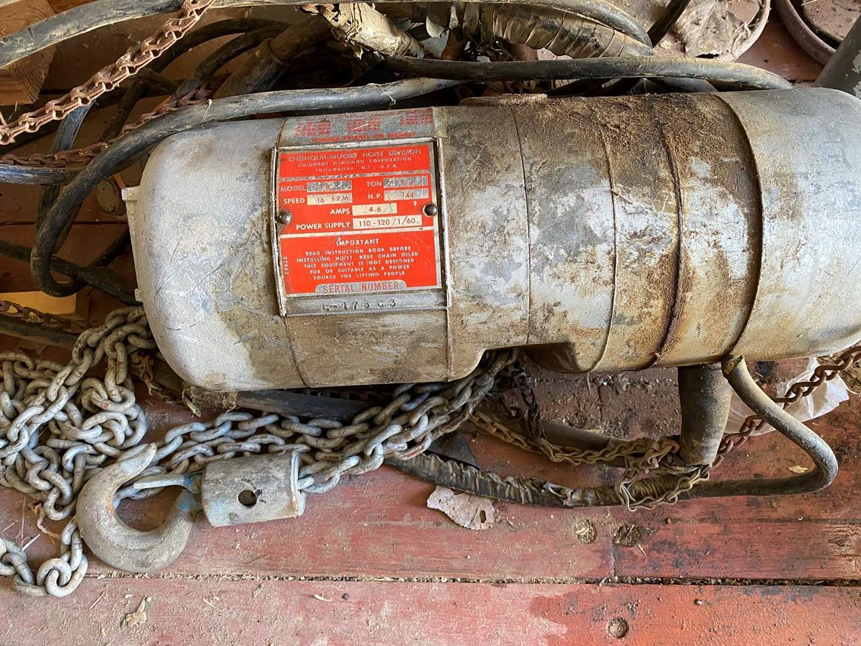 Lot # 164 - 1/4 TON LODESTAR ELECTRIC CHAIN HOIST (main image)