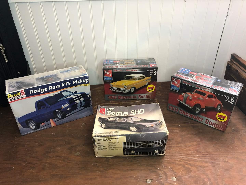 Lot # 30 - CAR MODELS  (main image)
