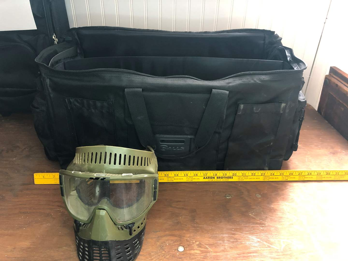 Lot # 31 - PAINT BALL KIT WITH PAINT BALLS (main image)