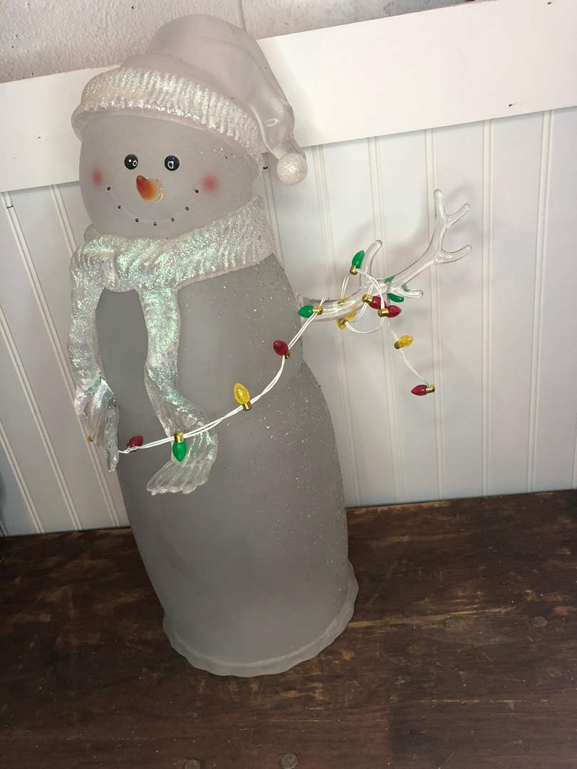 Lot # 43 - FROSTED GLASS CHRISTMAS DECOR (main image)