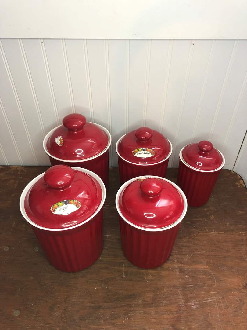 Lot # 56 - PLASTIC FOOD CONTAINERS AND KITCHEN UTENSILS (main image)