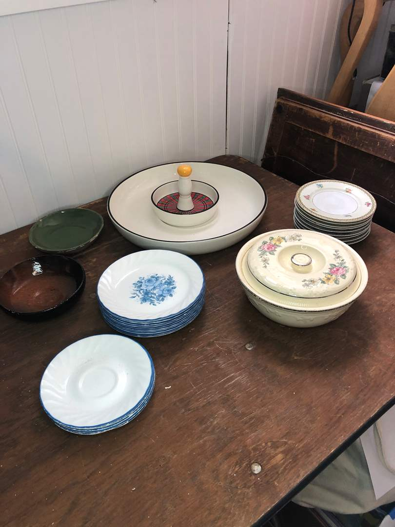 Lot # 65 - ASSORTED PLATES (main image)