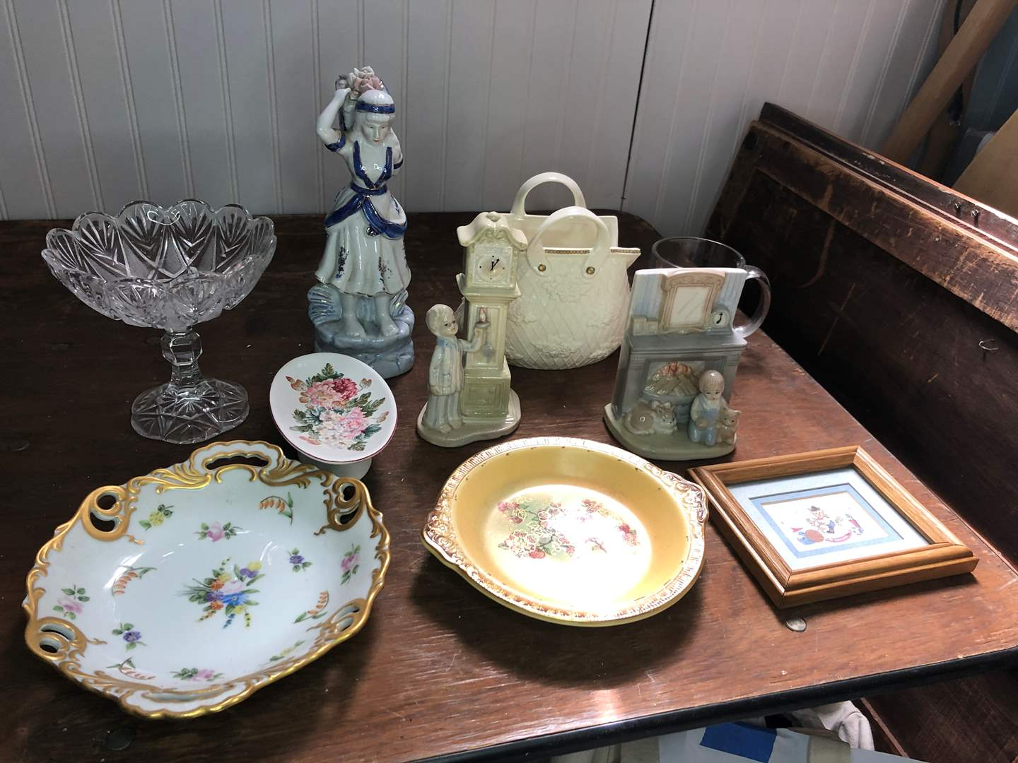 Lot # 70 - CHINA AND GLASS COLLECTIBLES  (main image)