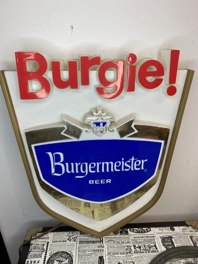 Lot # 9 - VINTAGE BURGERMEISTER LIGHTED SIGN (main image)