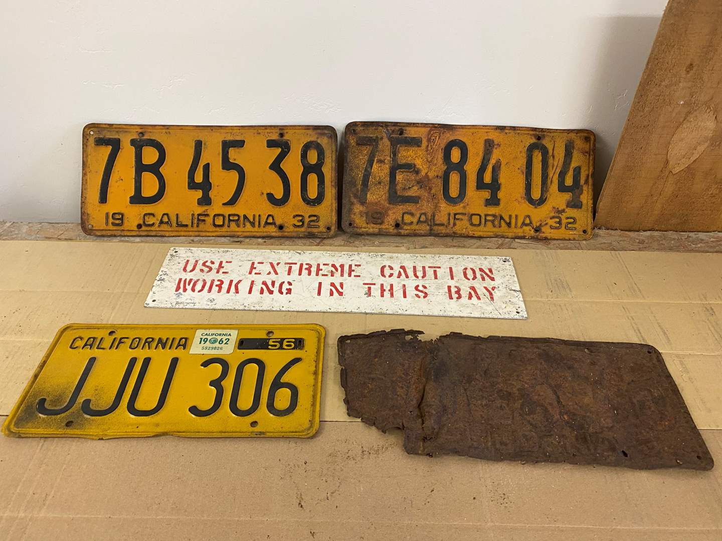 Lot # 22 - ANTIQUE LICENSE PLATES (main image)
