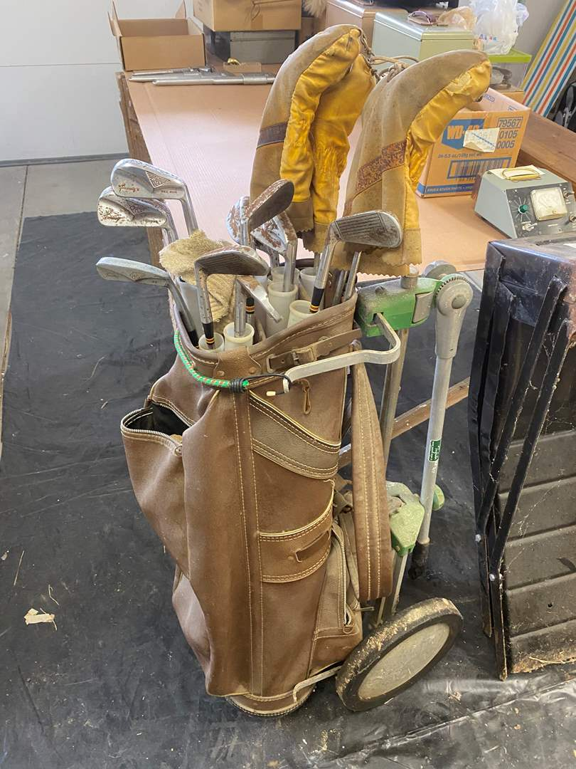 Lot # 29 - VINTAGE GOLF CLUB WITH HAND-CART (main image)