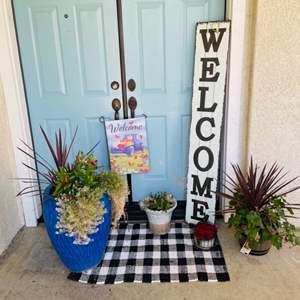 Lot # 2- Cute entryway bundle!
