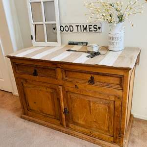 Lot # 15- Gorgeous, rustic accent table, decor and more!