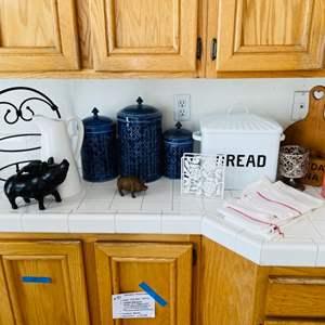 Lot # 47- Trendy kitchen decor!