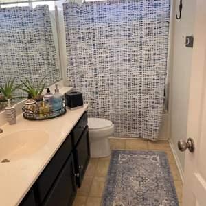 Lot # 92- Blue bathroom decor!