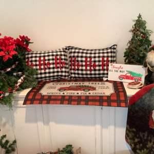 Lot # 104- A country Christmas- Cute seasonal farmhouse decor!