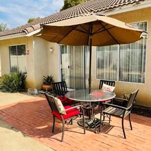 Lot # 110- Very nice 6-piece patio set!