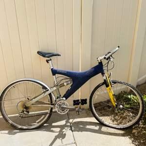 "Lot # 116-  Trek 19"" Y11 OCLV Carbon mountain bike- look at all pics- needs some TLC"