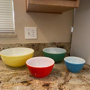 Lot#13- Rare Find- Set of Pyrex Bowls!